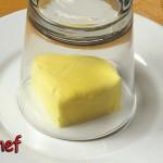 冷蔵庫から出したばかりのカチカチバターをすぐに柔らかくする裏技♪