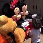 ディズニーにて耳の不自由な少年に対するミッキーとミニーの対応が素敵